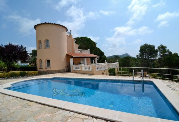 3 Bedroom Villa With Private Pool in Torre Vella