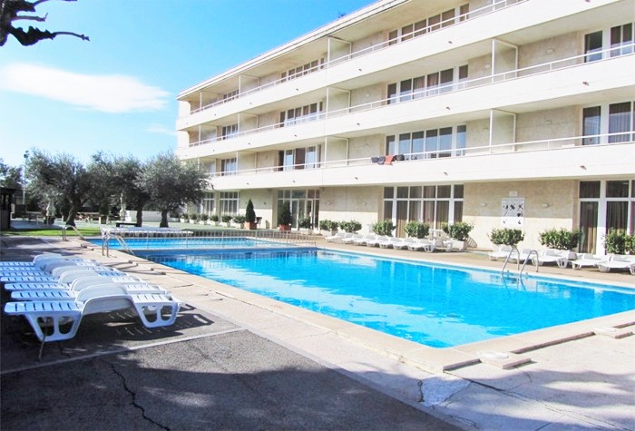 1 Bedroom Miami Apartment Communal Swimming Pool