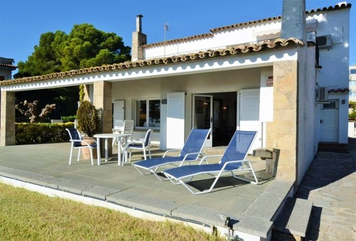 6 Bedroom Beachside Holiday Villa With Pool in L'Estartit Town Centre