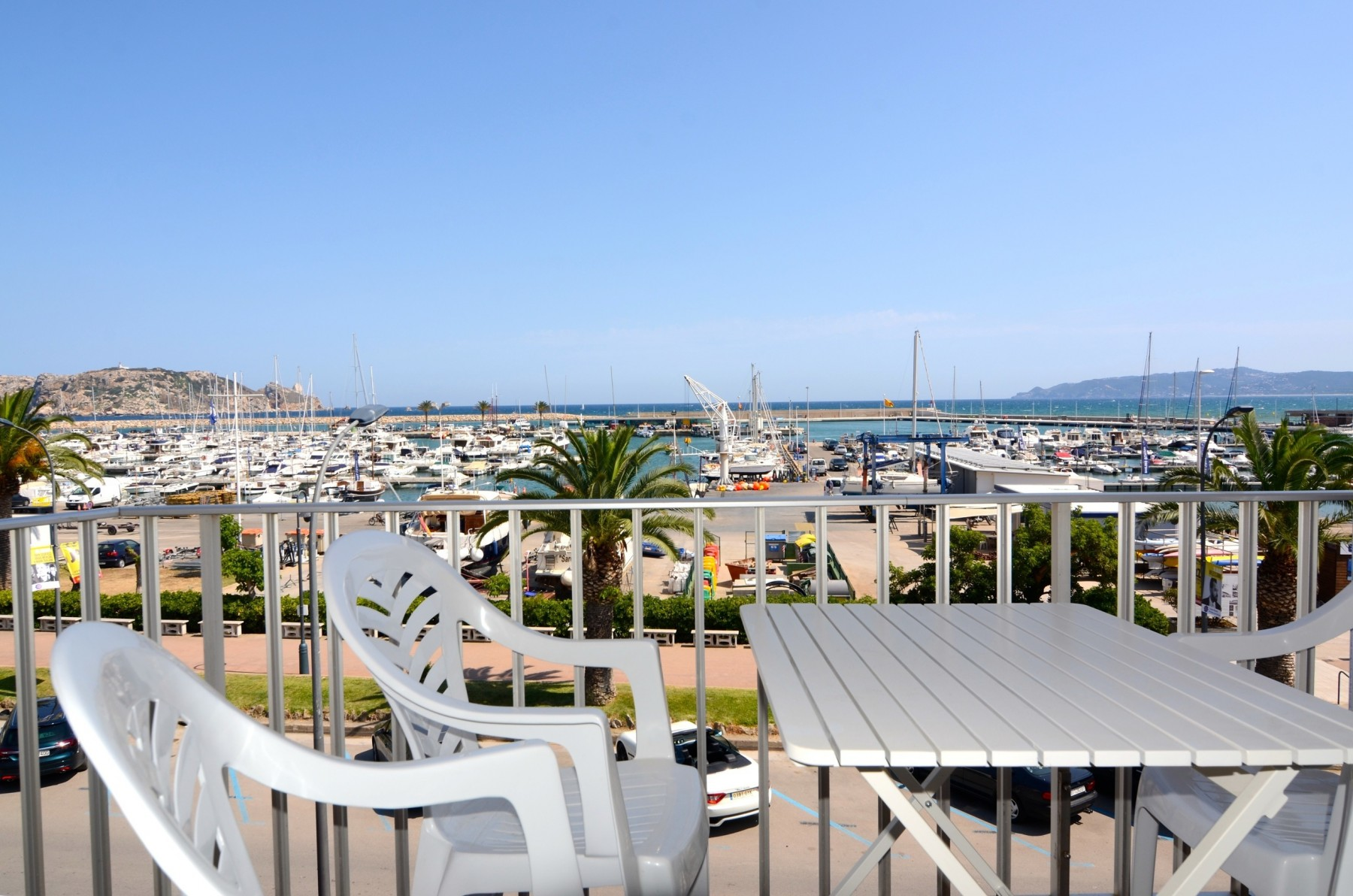 Marina Front Holiday Apartment in L'Estartit Town Centre